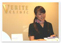 女性スタッフの画像